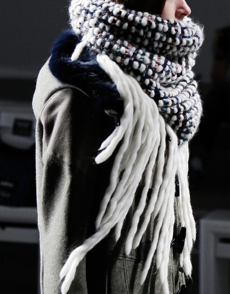 01 colossal snood