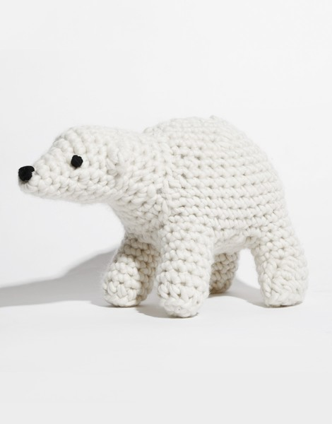 Bruno the polar bear kit crochet wool and the gang 02 brunothebear dt1010fo